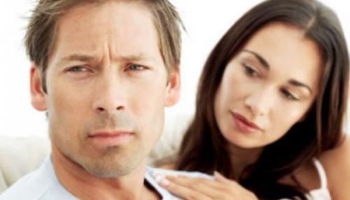 Мужчина грустит из-за женщины