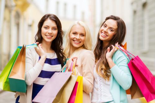 Женщины на шопинге