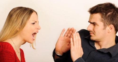 Женщина жестко манипулирует мужчиной в своих интересах