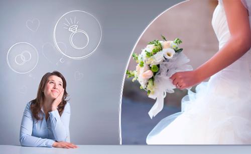 Женщина представляет, как она выходит замуж