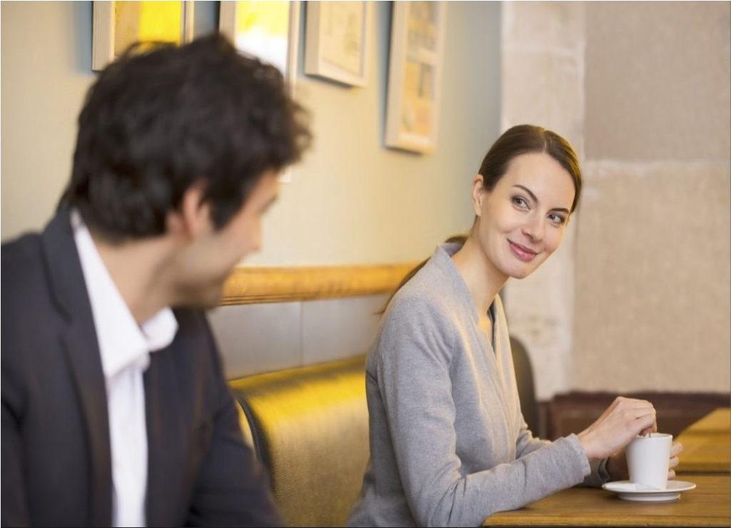 Medarbetare flirtar med chefen | Kollega
